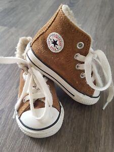 Dettagli su All Star Converse Kids caldi invernali splendide scarpe da ginnastica Brown UK 4 mostra il titolo originale
