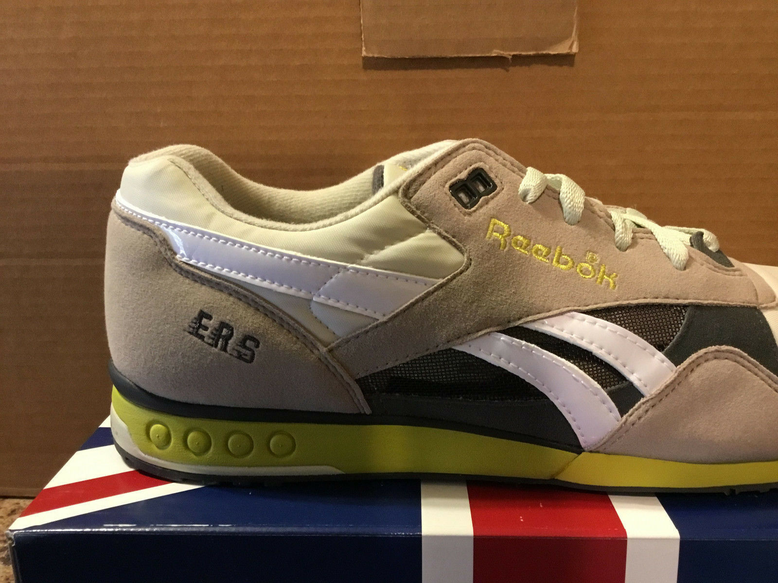 REEBOK ERS RACER style158775 hommes hommes style158775 Taille US10-VERY HARD TO FIND 9c0f1c