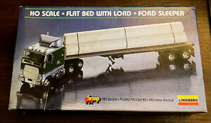 Ford-Sleeper-Flat-Bed-w-Load-New-1984-Lindberg-HO-Scale-Snap-Fit-Model-Kit-1056