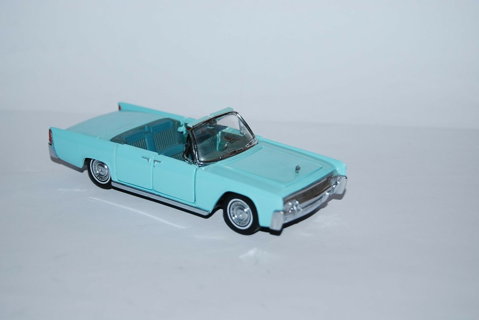 FRANKLIN MINT LINCOLN CONTINENTAL COVERTIBLE 1961 SCALE 1 43