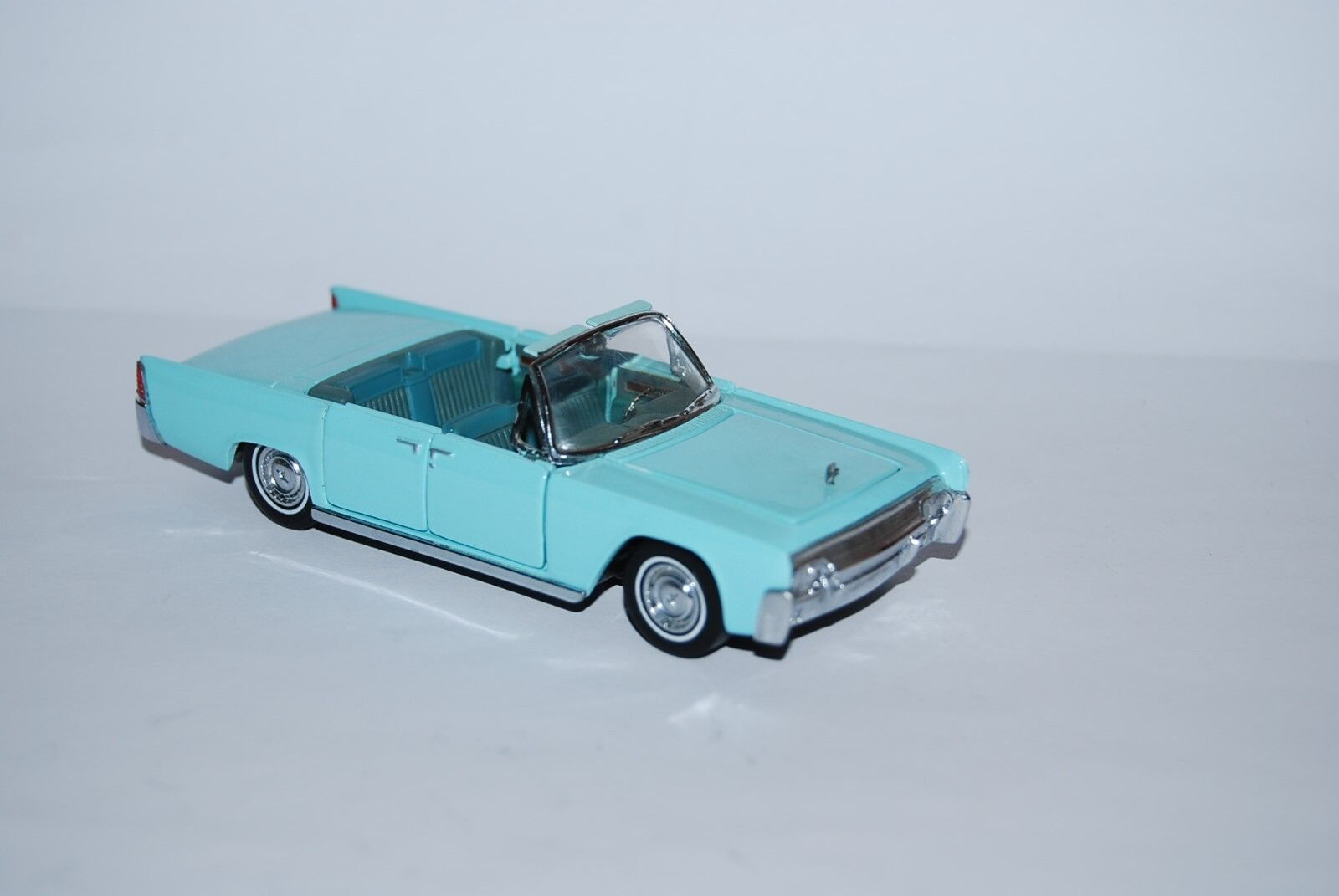 FRANKLIN MINT LINCOLN CONTINENTAL CONTINENTAL CONTINENTAL COVERTIBLE 1961 SCALE 1 43 b944e3