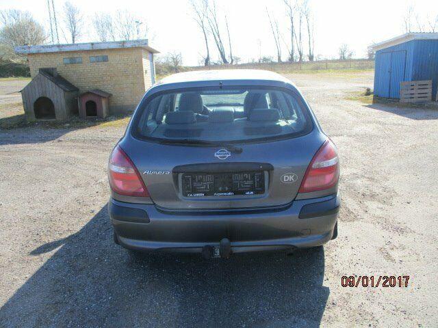 Nissan Almera 1,8 Comfort Benzin modelår 2002 km 288000
