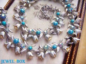 Vintage-Rare-Silver-Enamel-Aurora-Borealis-Rhinestone-Faux-Pearl-Flower-Necklace