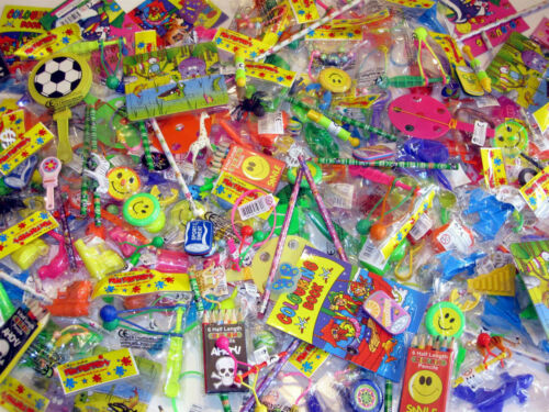 100 Childrens Boys Girls Party Bag Fillers Toys Pinata Favours FREE MIGHTY BEANS