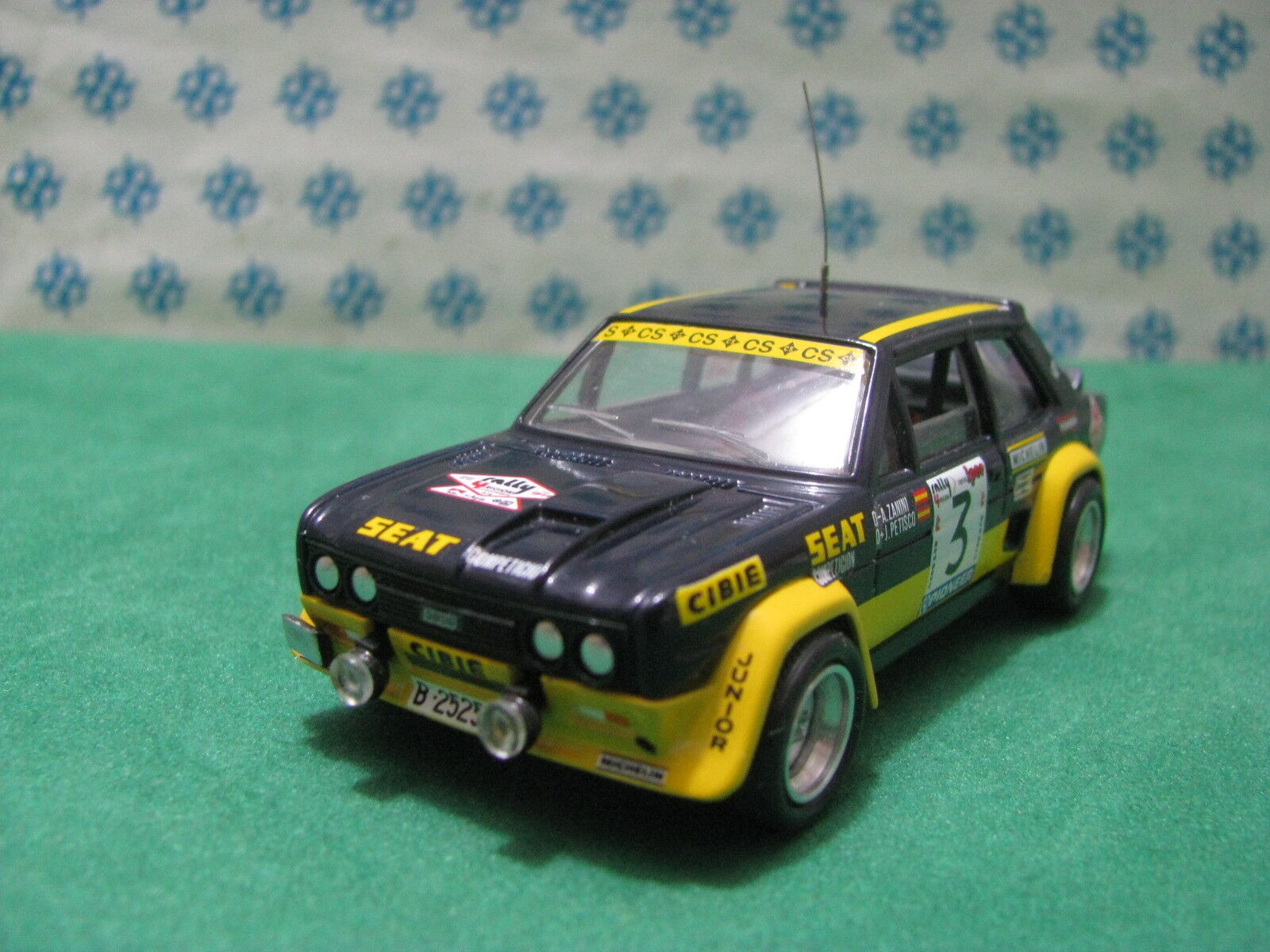 Vintage-Fiat 131 Abarth Rally 4 Che - 1 43 Elab. base Solido 1977