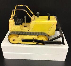 Vintage-Pressed-Steel-Bulldozer-NYLINT-Corp-Rockford-Illinois-USA