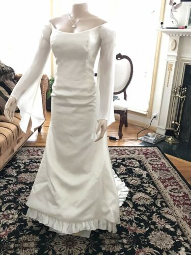 Silk ivory wedding gown size 10.     2 Be Bridal G