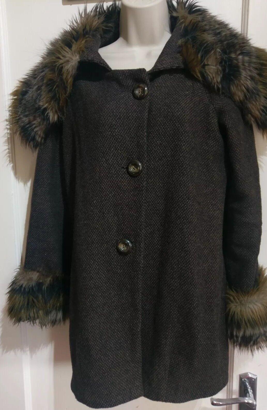 Gorgeous Ladies River Island Coat Size 6 Faux Fur  L