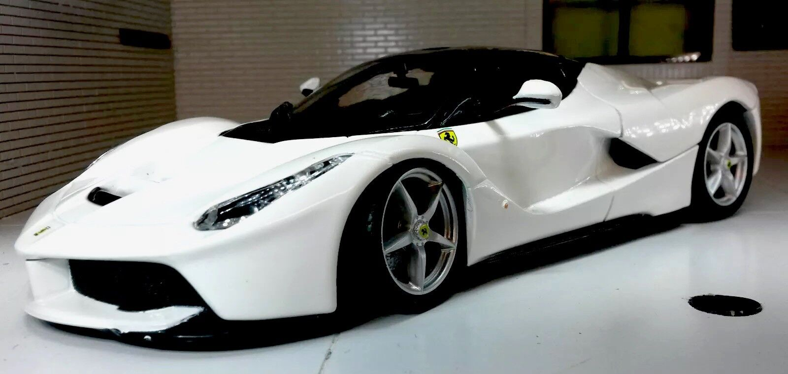 1 24 Scale White   La Ferrari Detailed Bburago Superb Diecast Model Car Burago