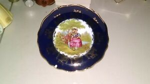 IMPERIAL-LIMOGES-PORCELAIN-SMALL-PLATE-WITH-REAL-GOLD-TRIMMING-AND-STAND-FRANCE