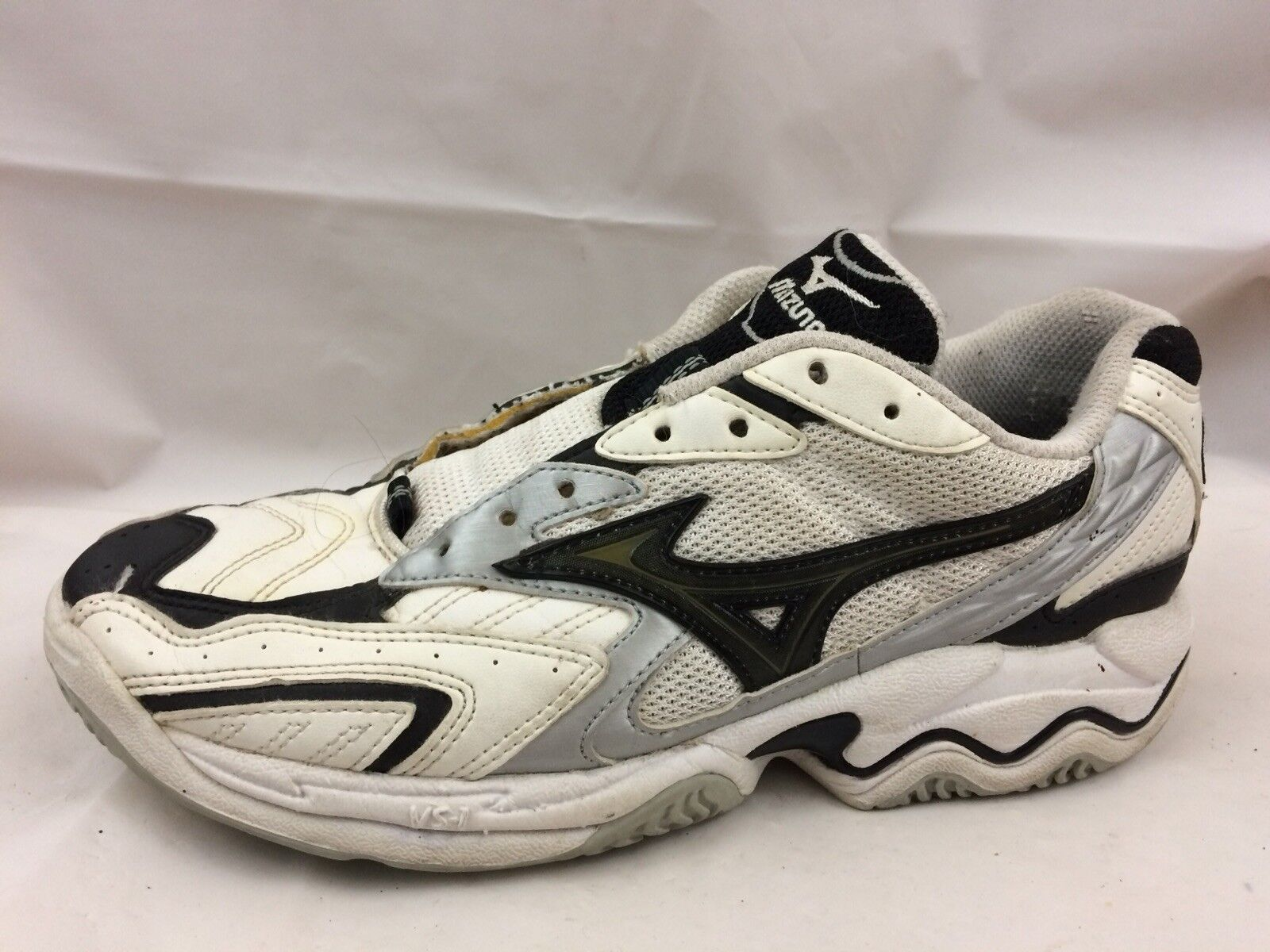 Womens 7.5 Med Volleyball shoes Sneakers White Black Silver Faux Leather