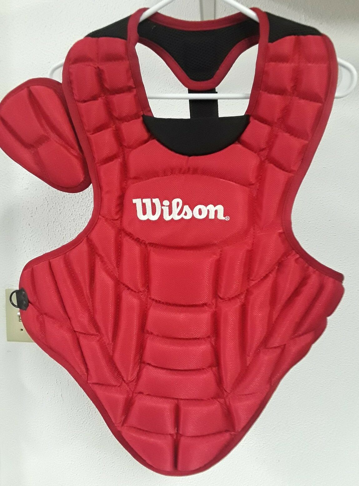 WILSON A3236 BASEBALL   SOFTBALL CATCHERS CHEST PredECTOR Youth 15  Red