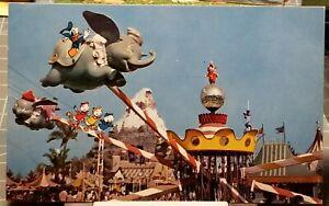 1950-039-s-DISNEYLAND-Flying-Dumbo-Ride-Donald-Duck-with-Huey-Dewey-amp-Louie-Postcard