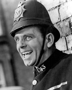 Norman-Wisdom-on-the-Beat-1040676-8X10-FOTO-Other-MISURE-Inc-POSTER