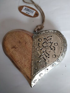 Coeur-bois-moitie-naturel-moitie-recouvert-de-metal-15x17cm-neuf