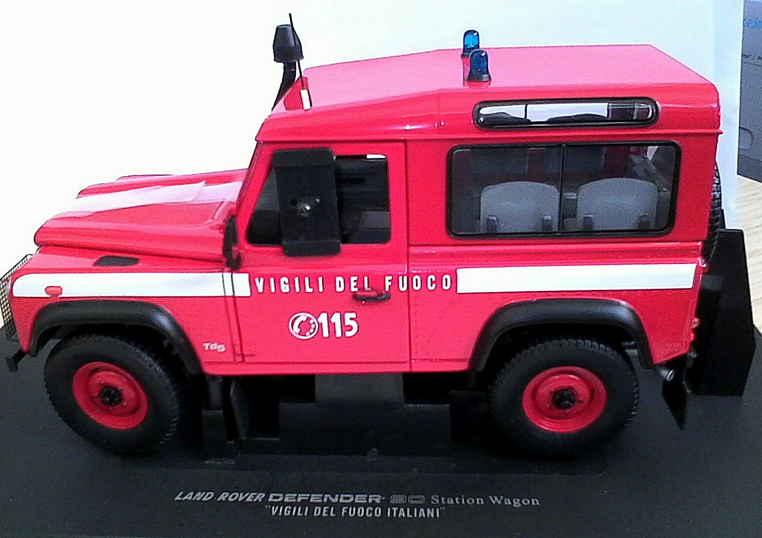 Universal Hobby Hobbies 1 18 cars land rover defender 90 Firefighters 3855