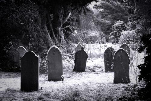 Gerahmter Druck - Gotik Schwarz & Weiß Friedhof (Bild Plakatkunst Grabstein)