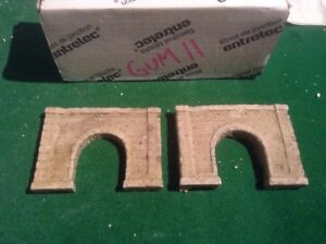 Utile 2x Single Tunnel - Z Scale Gauge- Painted And Weathered- ..concrete Type