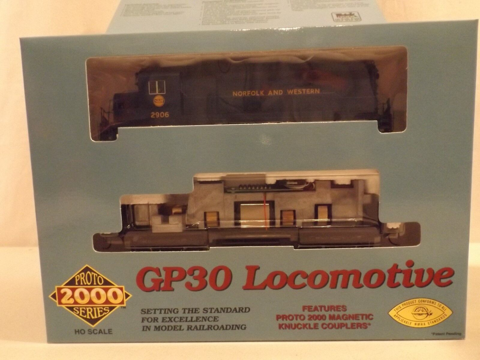 HO Proto 2000 Norfolk & Western GP30  2906 diesel engine in original box