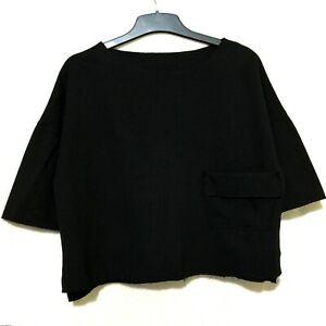 Black-minimalist-top-with-pocket