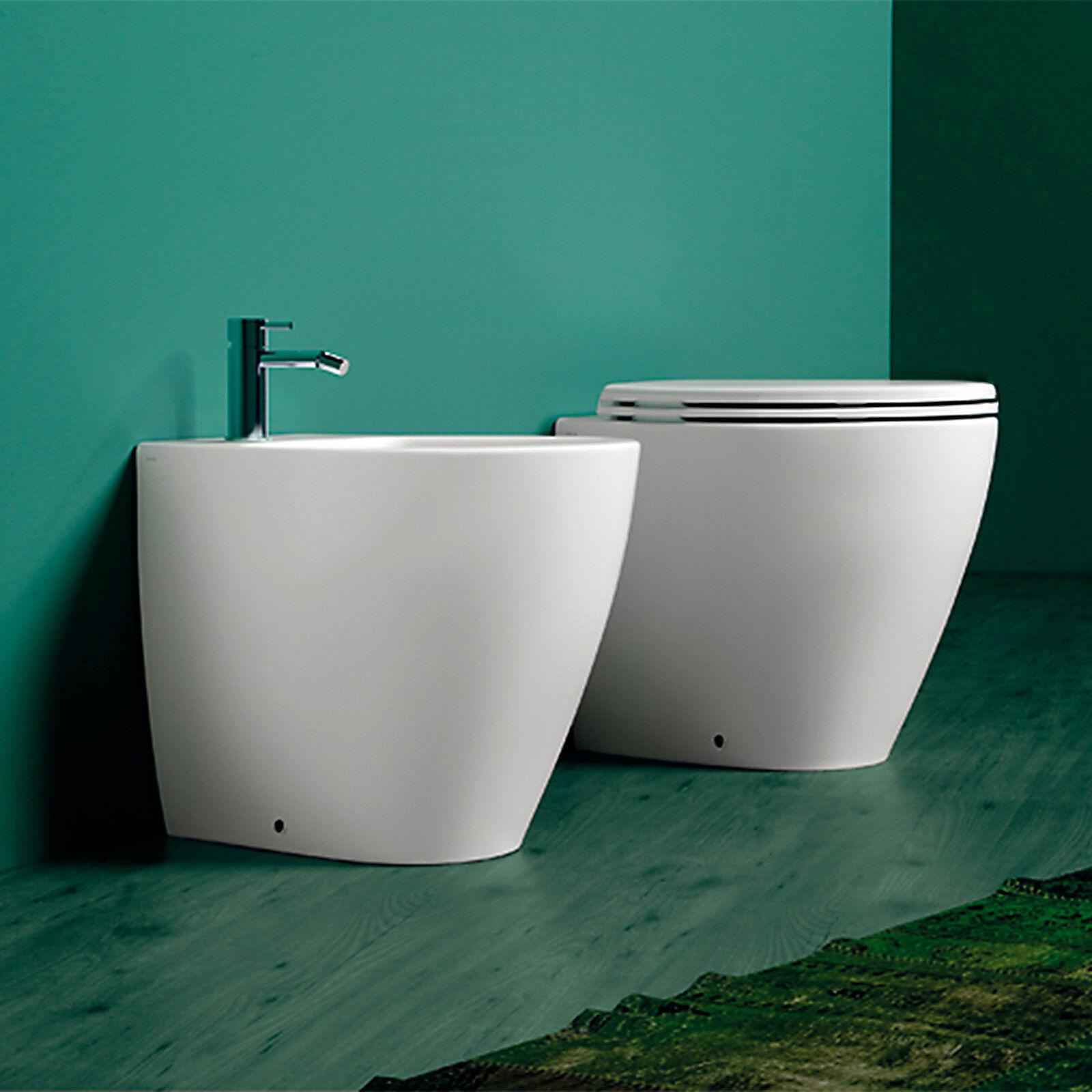 Sanitari filomuro ceramica wc con sedile avvolgente bagno stile moderno stondato