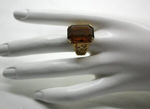 Vintage-Large-Heavy-9ct-Gold-And-Citrine-Coloured-Stone-Ladies-Dress-Ring