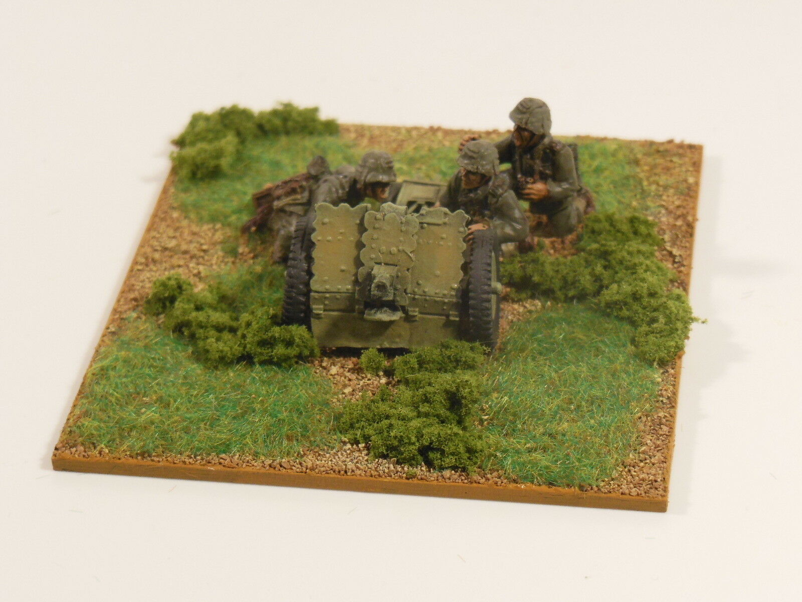 28mm Bolt Action Chain Of Command 75mm leIG 18 light artillery  Painted