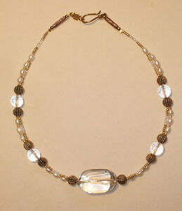 Elegant-Crystal-Pearl-and-Gold-Necklace