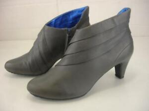 Women's sz 9 M TSUBO Cusus Ankle Boots Gray Leather Bootie Side Zip Heels Dress