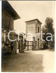 1930 ca BORGOLOMBARDO Scorcio della fattoria VOLONTE' con la meridiana  - Foto