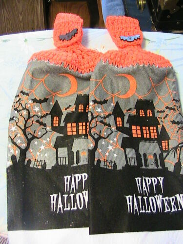 BATH HAND TOWELS LOT OF 2 HALLOWEEN HAUNTED HOUSE~bat butns CROCHET TOP KITCHEN
