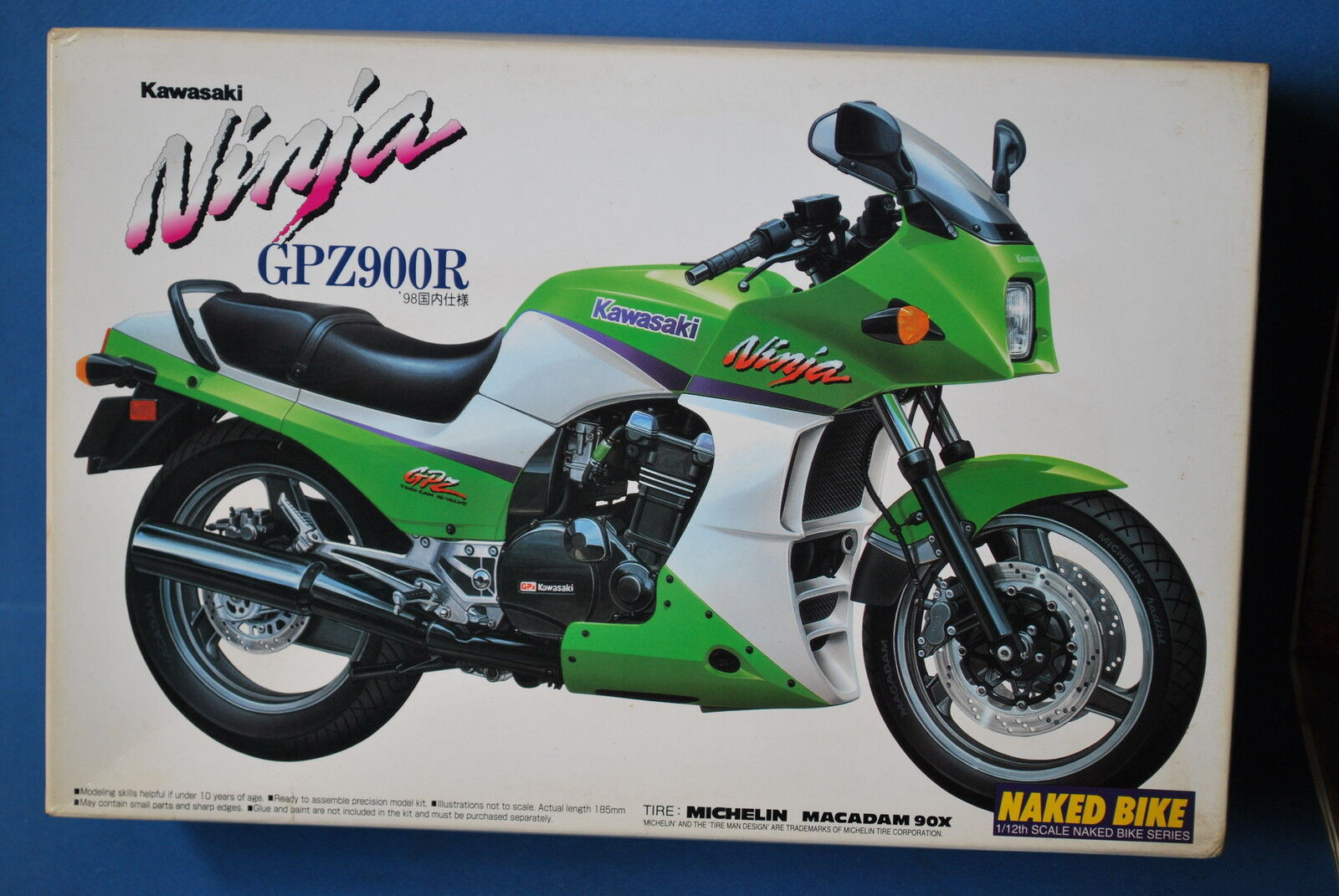 AOSHIMA JAPAN 1 12  KAWASAKI GPZ900R NINJA. GREEN VERSION.