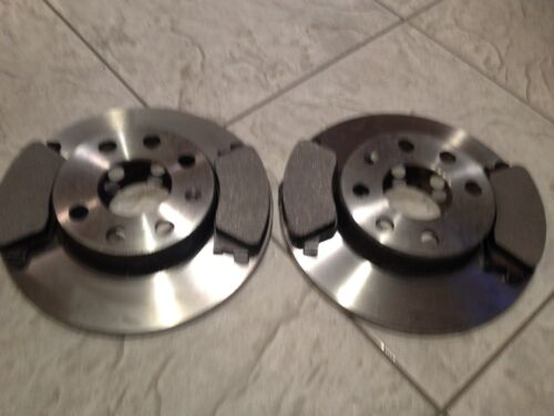 RENAULT CLIO MK 3  2005 TWO FRONT VENTED BRAKE DISCS AND A SET OF BRAKE PADS