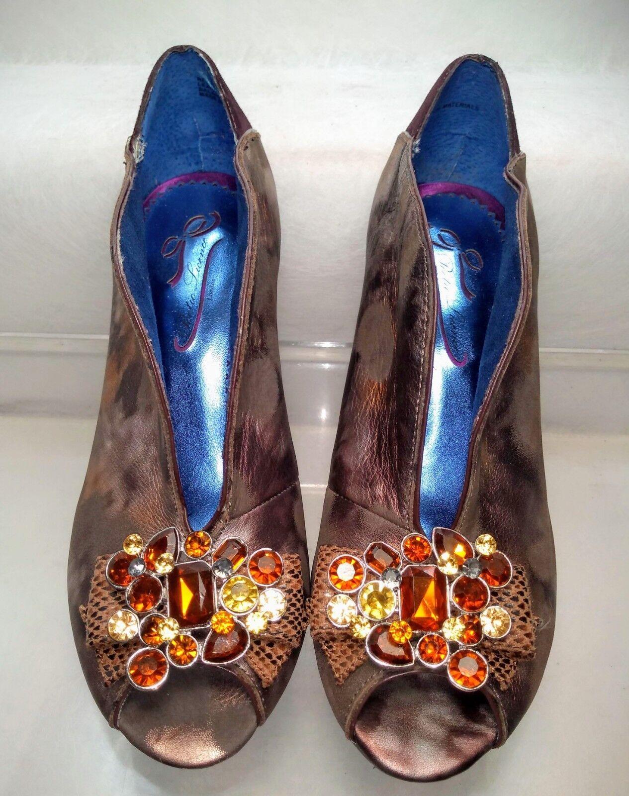 Poetic Licence Red Alert Heels Jeweled Bronze Donna   8 / 38.5