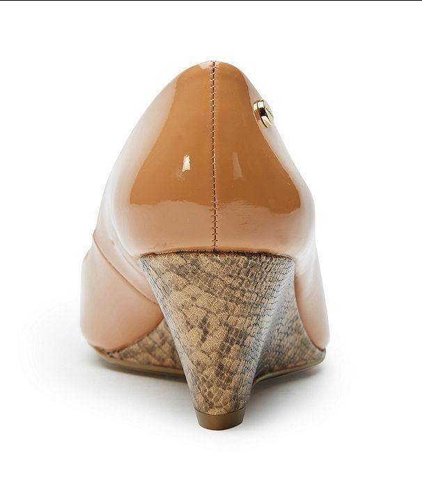 CALVIN KLEIN Besse 6.5 M Natural Almond Tan Patent New Mini Snake Wedge Pump New Patent Box da7456
