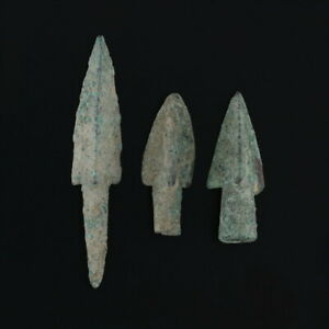 Ancient-Arrowheads-Barbed-Trilobate-Triblade-Pyramid-Weaponry-Patinaed-Lot-of-3