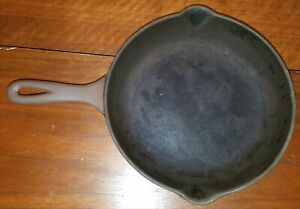 Brown Cast Iron Skillet Fry Pan