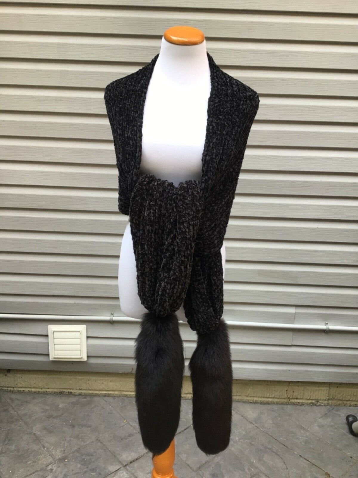 NWOT Unbranded black knitted chenille scarf with genuine fox fur tails one size