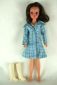Pedigree-Sindy-brunette-hard-head-doll-in-About-Town-outfit-70-039-s