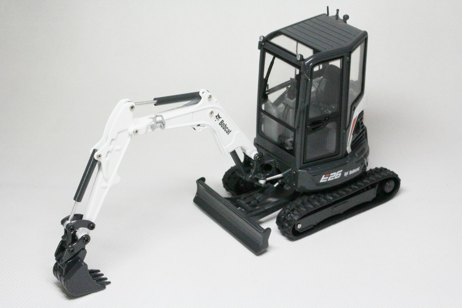 1 25 BOBCAT EQUIPMENT Model E26 Compact Excavator DIECAST Universal Hobbies 8132