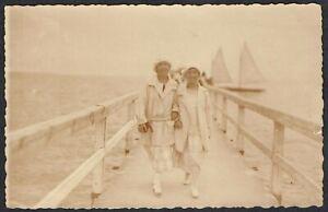 Germany-1925-Postcard-Lubeck-Coln-Fashionable-Seaside-Ladies-Message-in-German