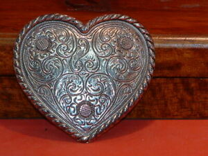 Pre-Owned-Small-Paisley-Pattern-Heart-Belt-Buckle