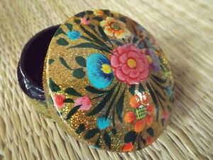 Hand-painted-kashmir-papier-mache-round-shaped-gold-glitter-floral-trinket-box