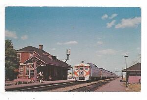 DORVAL-QUEBEC-Dorval-Railway-Station-with-Canadian-Pacific-Train
