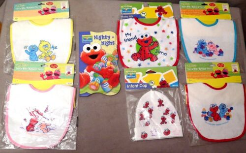 Sesame Street Board Book Plus Assortiment de 5 bavoirs /& One Infant Cap Lot de 7 objets