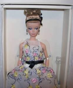 La foto se está cargando Barbie-Gold-Label-Collection-Clasico-Coctel-Vestido -muneca- 8d8d935cbad4