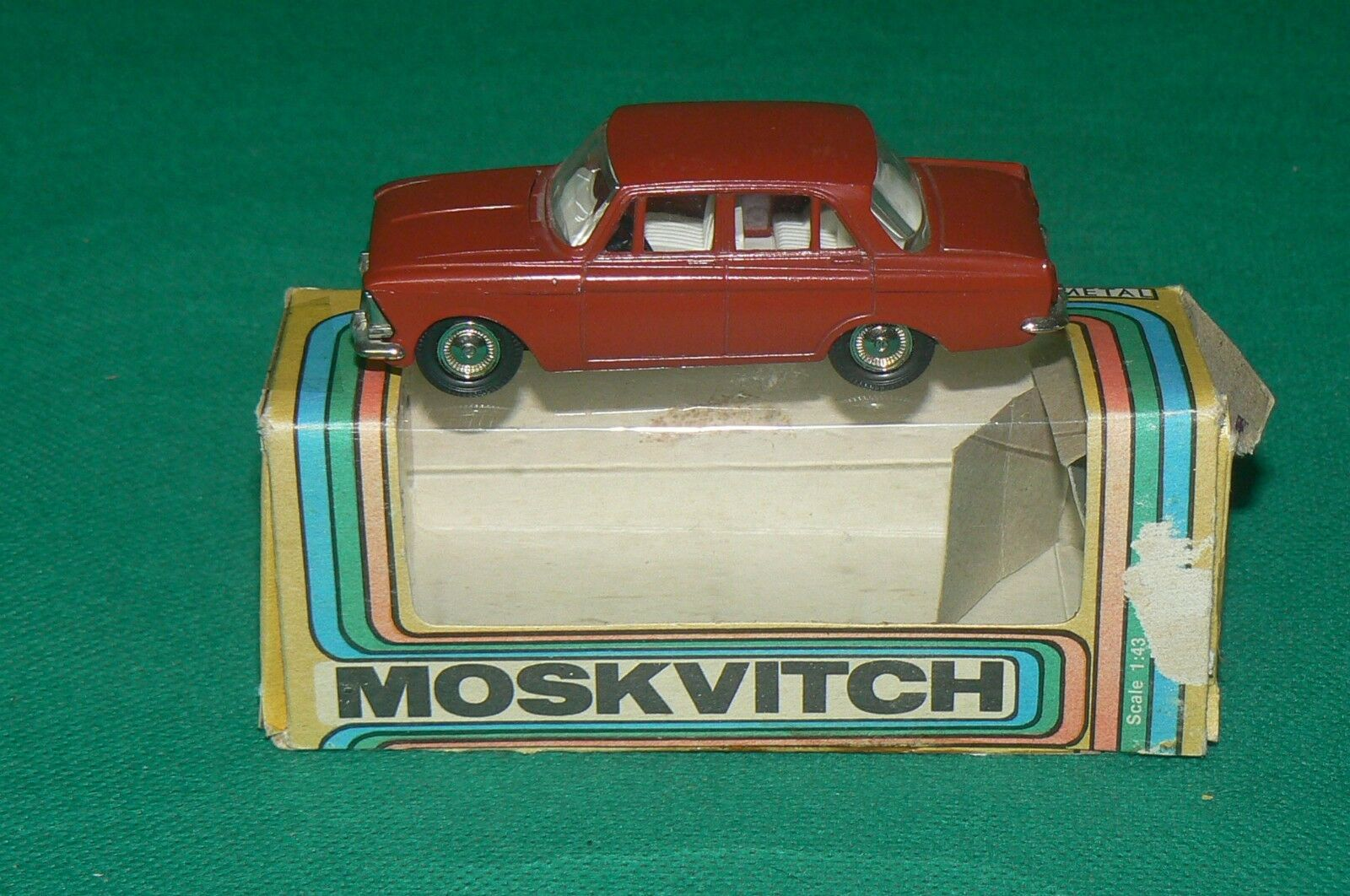 MOSKVITCH 412 voiture russe + boite red 1 43 CCCP USSR