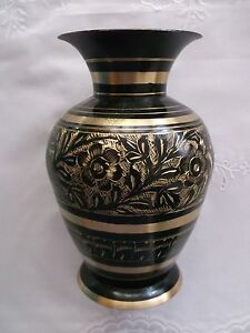 Lovely-Vintage-Indian-Black-Brass-Gold-etched-Vase