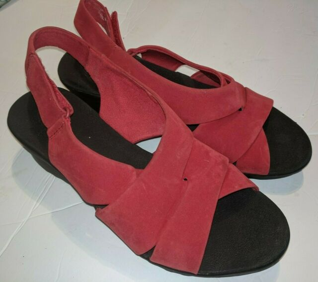 laberinto Derivación cáncer  Clarks Caddell Petal Red Synthetic Nubuck Womens Wedge Sandals Size 6m for  sale online | eBay