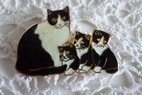 "VINTAGE JEWELLERY "" FISH ""SWEET CLOISONNE ENAMEL CAT WITH HER KITTENS BROOCH"